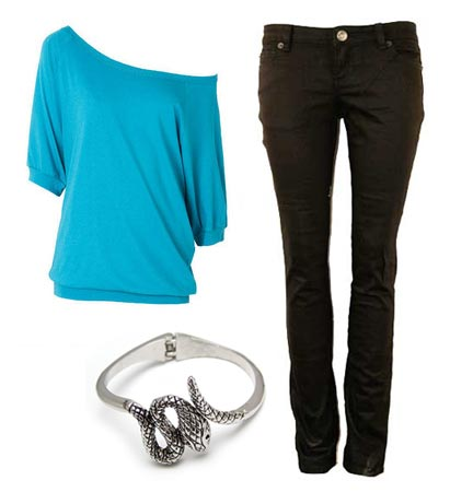 Claudia Kishi wearing black jeans, giant bright blue t-shirt, snake bracelet.